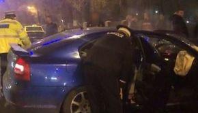 VIDEO | Dezastru la Târgu Jiu după o cursă ilegală cu mașini. Tinerii au fost scoși cu greu dintre fiarele contorsionate