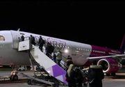 VIDEO | Situație periculoasă la bordul unei aeronave low-cost: Șervețele îndesate în ușa avionului