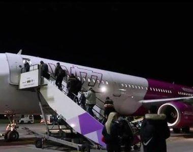 VIDEO | Situație periculoasă la bordul unei aeronave low-cost: Șervețele îndesate în...