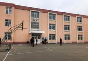 Un băiat de 12 ani s-a aruncat de la etajul al doilea al unui liceu din Constanţa. El era conştient şi a fost transportat la spital