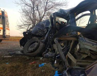 Două autoturisme au fost spulberate de un camion în județul Olt