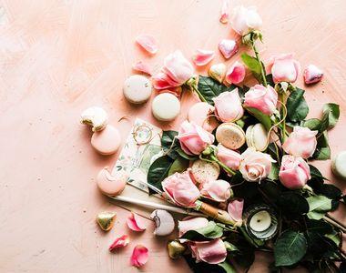 În luna februarie, alege să dăruiești unul dintre aceste 5 buchete de trandafiri!