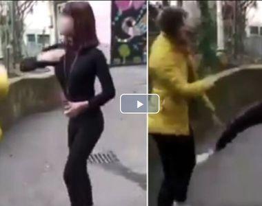 Elevă din Craiova, bătută, umilită și scuipată de o colegă. Imaginile au ajuns pe internet