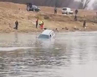 VIDEO | Mașină înghițită de apele Dunării. Imagini care nu mai au nevoie de comentarii