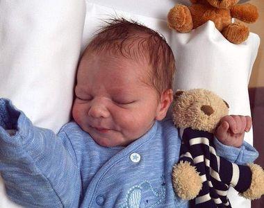 Caz incredibil la ușa unei case: bebeluș abandonat la mai puțin de 12 ore de la naștere