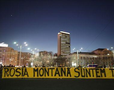 Protest în Piaţa Victoriei - Manifestanţii cer Guvernului includerea Roşiei Montane în...