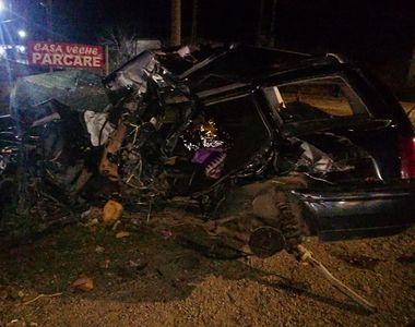 Doi soţi din Brăila au murit, după ce maşina în care se aflau a fost lovită de un autocar