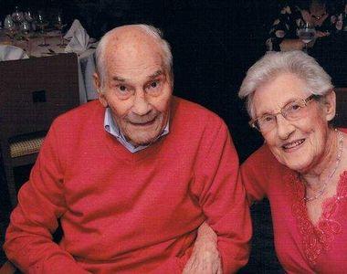 """Cel mai bătrân cuplu din lume, mirele 103 ani, mireasa 91 de ani: """"Mă face să mă simt..."""