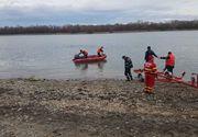 Ialomiţa: O barcă în care se aflau patru bărbaţi s-a răsturnat, pe braţul Borcea; doar doi dintre ei au reuşit să ajungă la mal, ceilalţi fiind căutaţi - FOTO