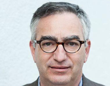 A murit profesorul Robert D. Reisz, decanul facultății de Științe Politice