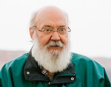 Cineastul José Luis Cuerda, maestru al umorului absurd, a murit la vârsta de 72 de ani