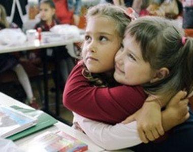VIDEO | Arși la ochi în școală. Detaliile unui caz șocant