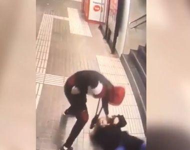Scene șocante la metroul din Barcelona. O femeie bătută cu bestialitate de un bărbat...