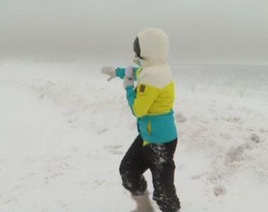 VIDEO   Imagini incredibile de pe Autostrada Soarelui. Pe banda întâi, zăpada trece de...