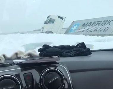 VIDEO | EXCLUSIV. TIR-uri răsturnate pe Autostrada Soarelui. Echipa Kanal D a surprins...