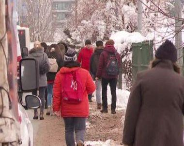 VIDEO   Bucureștenii au avut de înfruntat azi și gerul, și trotuarele necurățate de zăpadă