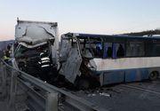 Bistriţa Năsăud: O persoană a murit şi opt au fost rănite în urma unui accident în care au fost implicate un autobuz şi un autotren