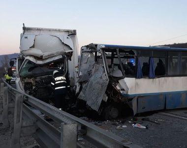 Bistriţa Năsăud: O persoană a murit şi opt au fost rănite în urma unui accident în care...