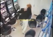 Imagini tulburătoare! Momentul în care casiera unei săli de jocuri din Timișoara este bătută crunt de un împătimit al păcănelelor (VIDEO)