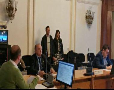"""Vulpița """"deputat"""", de astăzi. Vizita la Parlamentul României s-a încheiat cu o gafă"""
