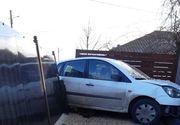 O maşină a intrat într-o ţeavă de gaz din Slobozia, pe care a spart-o
