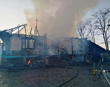O locuință din Neamț a fost cuprinsă de flăcări. Trupul carbonizat al unui adolescent...