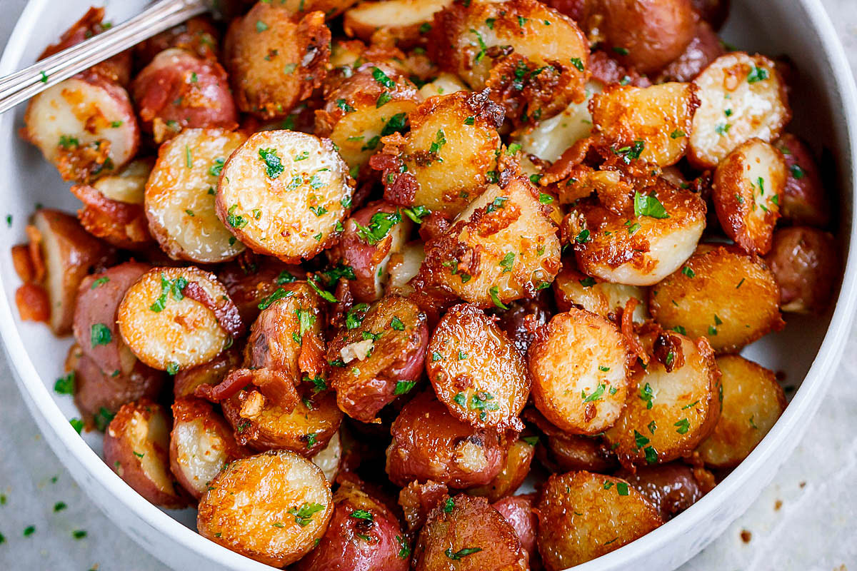 Cartofi la tigaie, cu usturoi