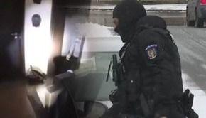 VIDEO | Imagini inedite de la descinderea mascaților la adresa greșită, în Brașov