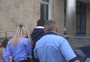 Bărbat trimis în judecată după ce a întreţinut raporturi sexuale cu fiica sa, care la 15 ani a şi născut un copil