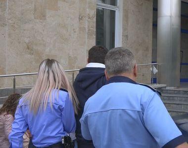 Bărbat trimis în judecată după ce a întreţinut raporturi sexuale cu fiica sa, care la...