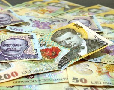 Euro scade spre 4,77 lei. Dolarul american şi preţul aurului, noi niveluri record