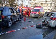 Două autoturisme, implicate într-un accident în Bucureşti, după ce au lovit un stâlp de iluminat şi două clădiri