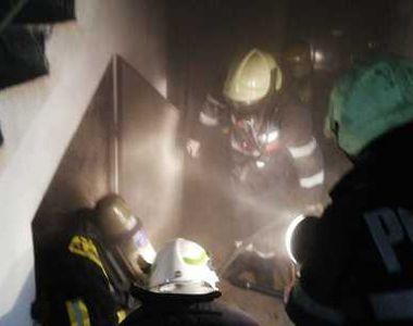 Incendiu puternic la un bloc din Vaslui. Oamenii au fost evacuați