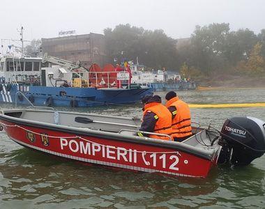 O ambarcaţiune cu două persoane la bord s-a răsturnat în Dunăre; bărbaţii au fost scoşi...