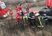 Şapte răniţi, după ce două maşini s-au ciocnit frontal pe DN 67