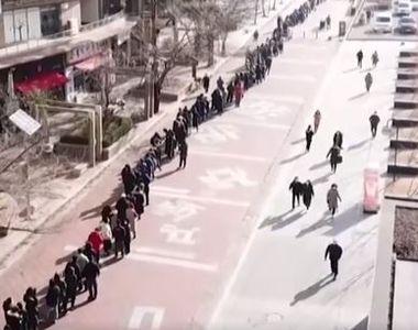 VIDEO | Coadă imensă la măștile de protecție. Sute de oameni, filmați cu drona în timp...