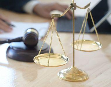 CCR a decis că există un conflict juridic între Parlament şi preşedinte în ceea ce...