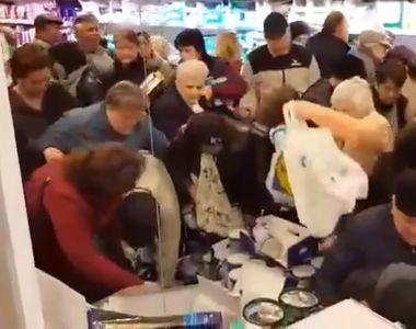 Coronavirus România. Isterie generală: rafturile magazinelor sunt goale, iar oamenii se...