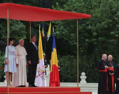 Medalia Papei Francisc pentru Iohannis, cel mai scump obiect primit de președinte anul...