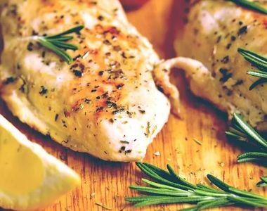 Piept de pui cu plante aromatice. O rețetă italiană delicioasă! Care este ingredientul...
