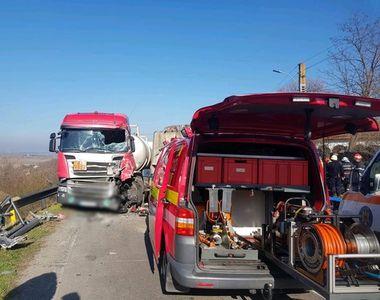 Giurgiu: Accident de proporții între o cisternă şi o maşină de gunoi, un bărbat a fost...