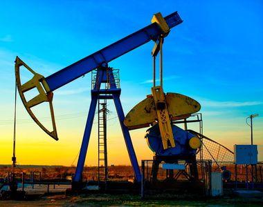 Scădere istorică a prețului petrolului. Carburanții s-ar putea ieftini