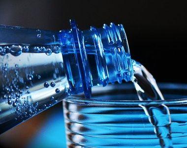 Adevărul despre apa alcalină! Ce efect are, de fapt, asupra organismului nostru?