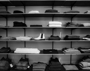 Haine și accesorii care nu au voie să lipsească din garderoba ta