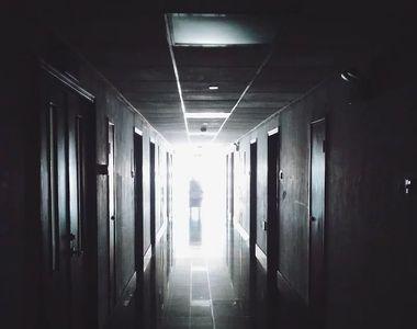 Centru de carantină și condiții mizere. Oamenii sunt îngroziți de locul în care sunt...