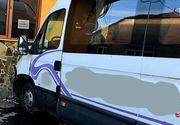 Accident în Arad! Un microbuz cu 10 persoane a intrat într-o casă, după ce şoferului i s-a făcut rău
