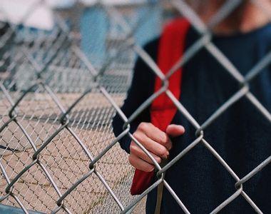 Toate școlile din România sunt închise. Cât mai au elevii de stat acasă?