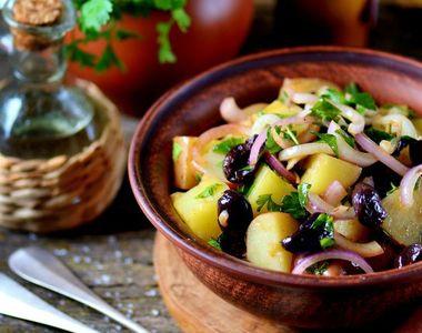 Salată orientală de post. Cum se prepară corect. Un ingredient face toată diferența