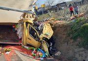 Accident de circulaţie în care au fost implicate un camion, un TIR şi un autoturism, soldat cu rănirea a patru persoane