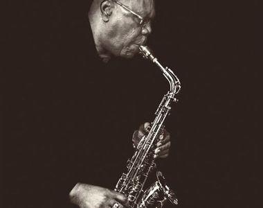Cântăreţul şi saxofonistul Manu Dibango, spitalizat în urmă cu câteva zile din cauza...